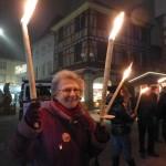 Christiane jongle avec les flambeaux !
