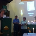 Marianne Prigent lit la prière d'intercession pour Fatoumata.
