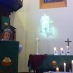Christiane Gründler lit la prière d'intercession pour les tortionnaires.
