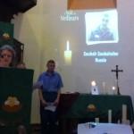 Christiane Gründler lit la prière d'intercession pour Zoubaïr Zoubaïraïev.